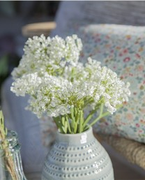 Flores blancas artificiales