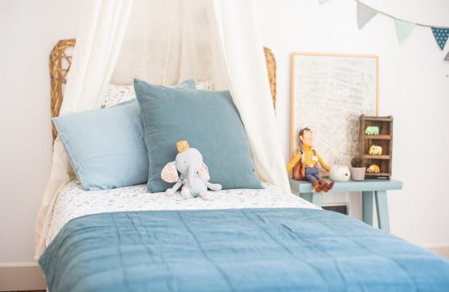 Dormitorio hojas azules