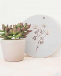 Plato decorativo blanco Flora